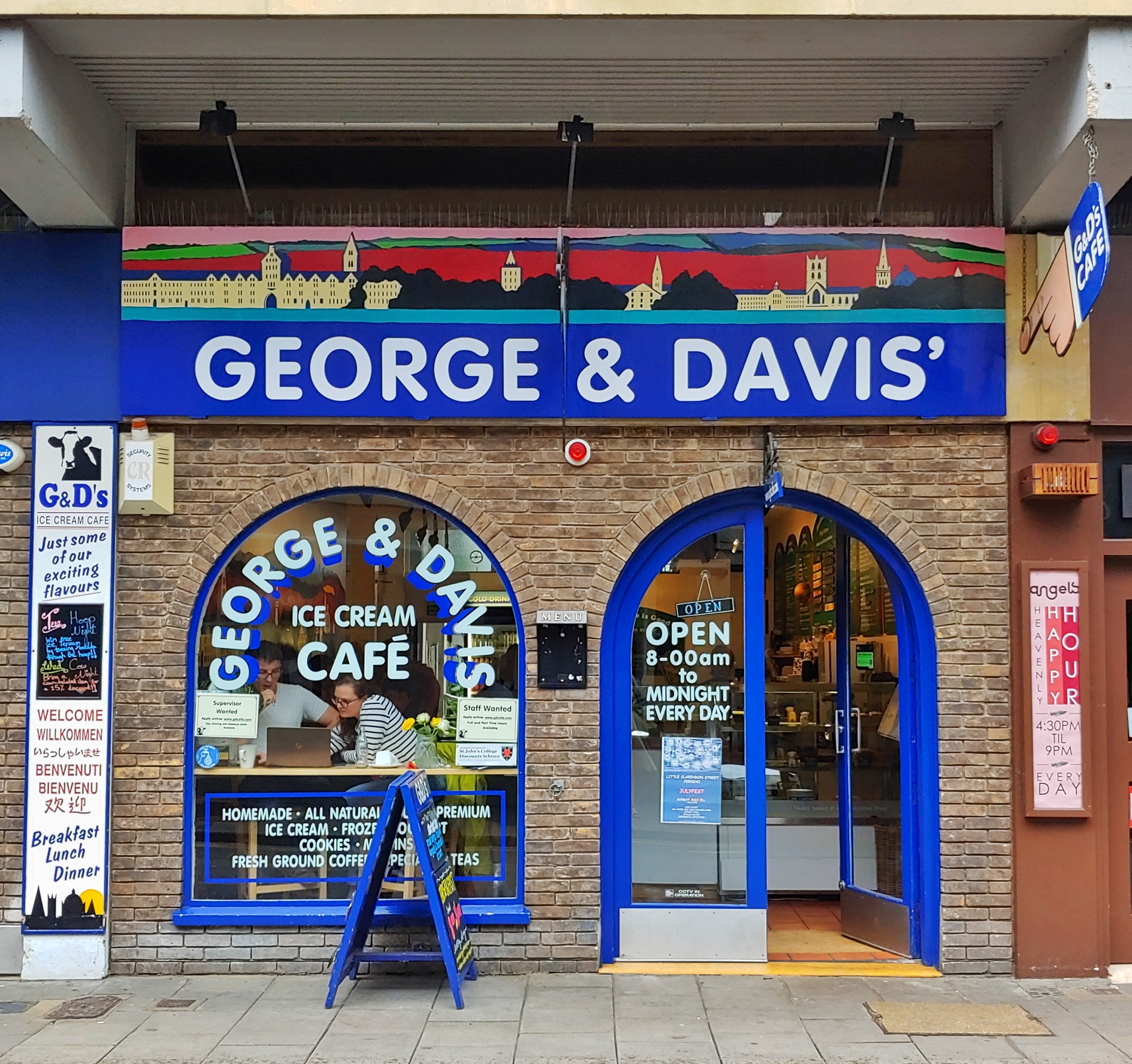 Image of the store front of George and Davis', on Little Clarendon Street, Oxford